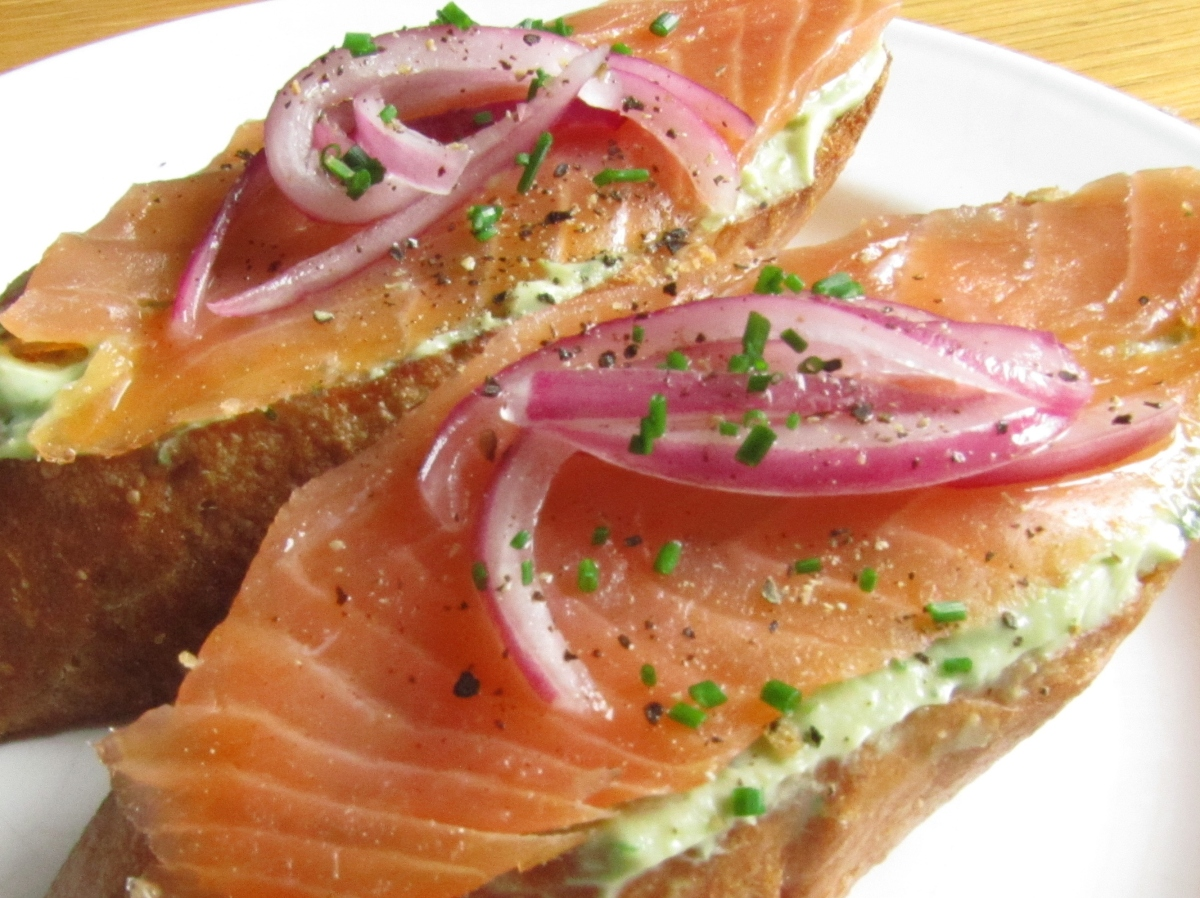 Smoked Salmon Bruschetta with Avocado Quark and Pickled Red Onion ...